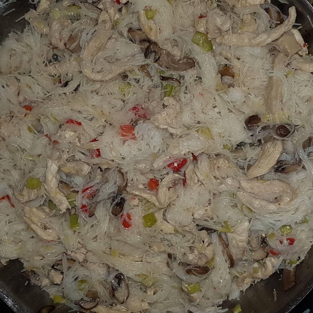 Doing some Chinese-ish dish. Rice noodles, chicken, zucchini, mushrooms, leek,