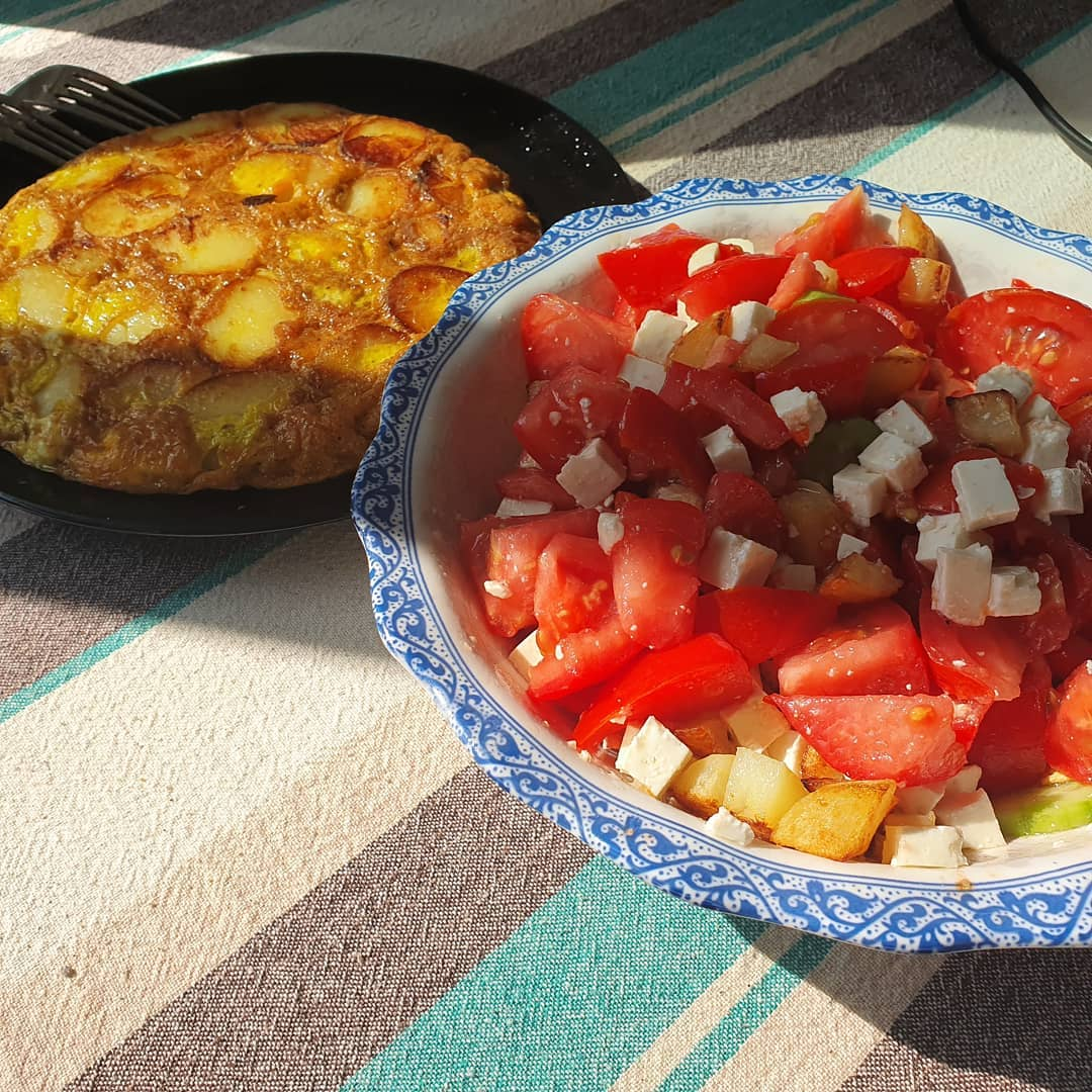 Lazy breakfast yesterday. Had some oven baked potatoes from yesterday