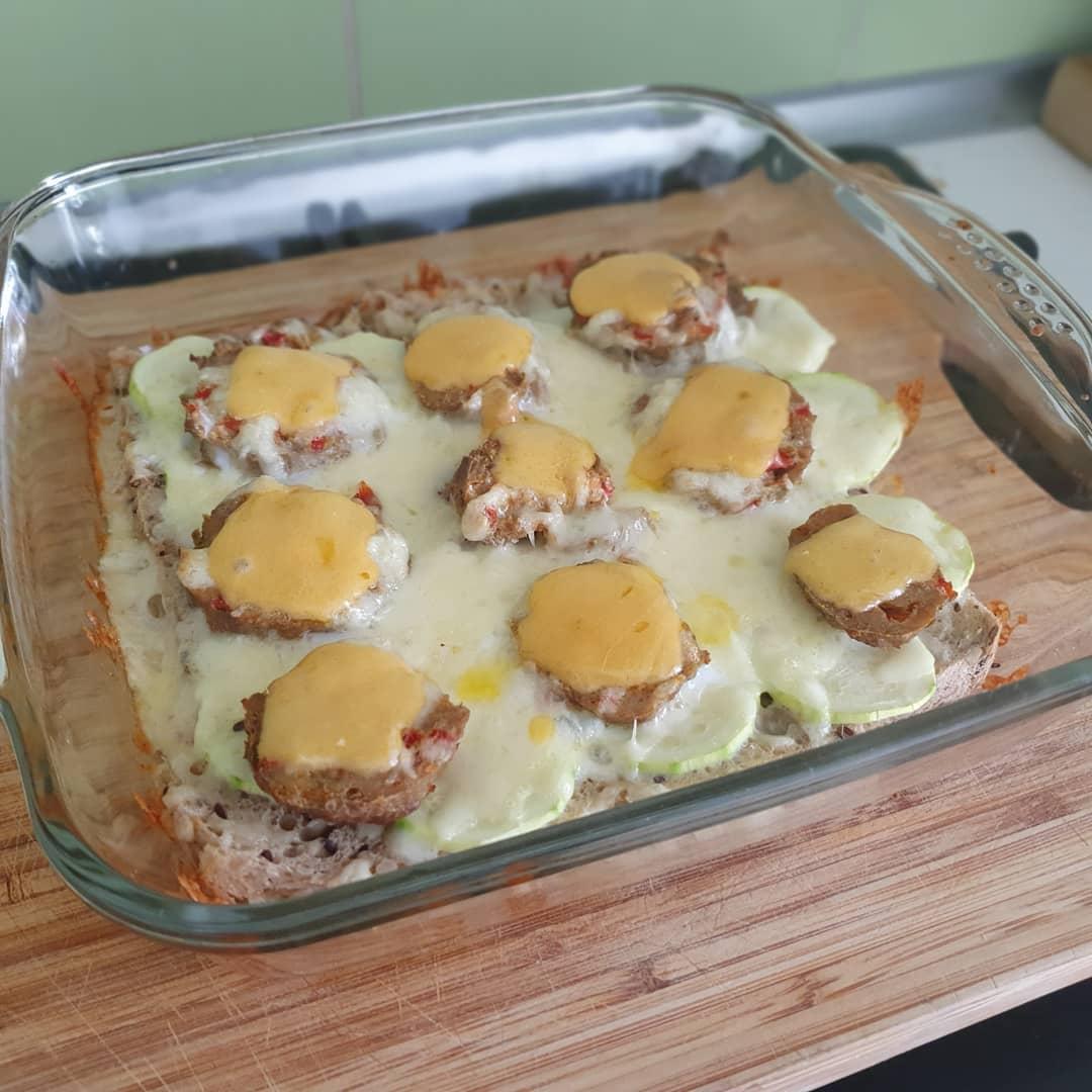 Morning fake pizza with a bread base, zucchini, mozzarella, some