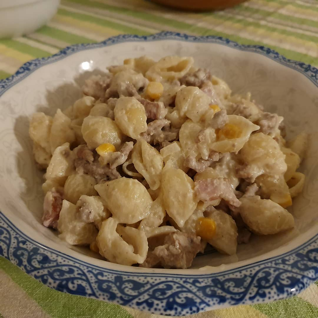 Pasta night again. The recipe is easy peasy. Kaiser, chopped